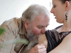 alter mann fickt junges mdchen - sehen diesen Clip an