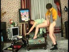 Russian reife Orsi gefickt auf dem Sofa