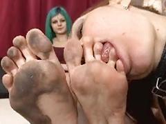Sklave lecken Füße Italienisch
