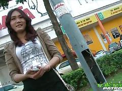 thai bar madchen saugen hahn