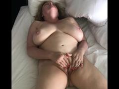 Mädchen masturbiert den Regen