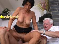 Ehefrau beobachtet Ehemann saugen Dick