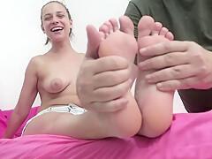 Fußfetisch-Zusammenstellung mit Mädchen, die ihre sexy Füße und Fotzen zeigen